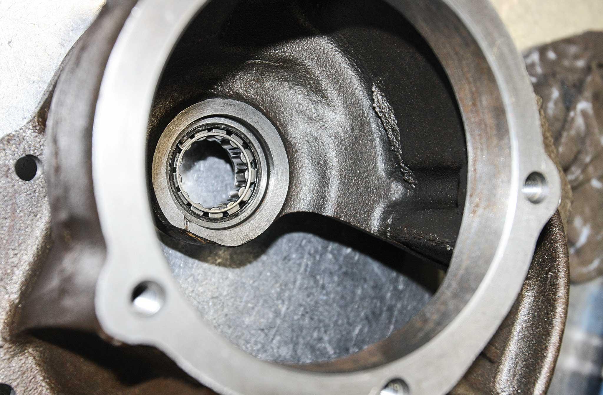 currie enterprises rear axles pocket bearing install 015