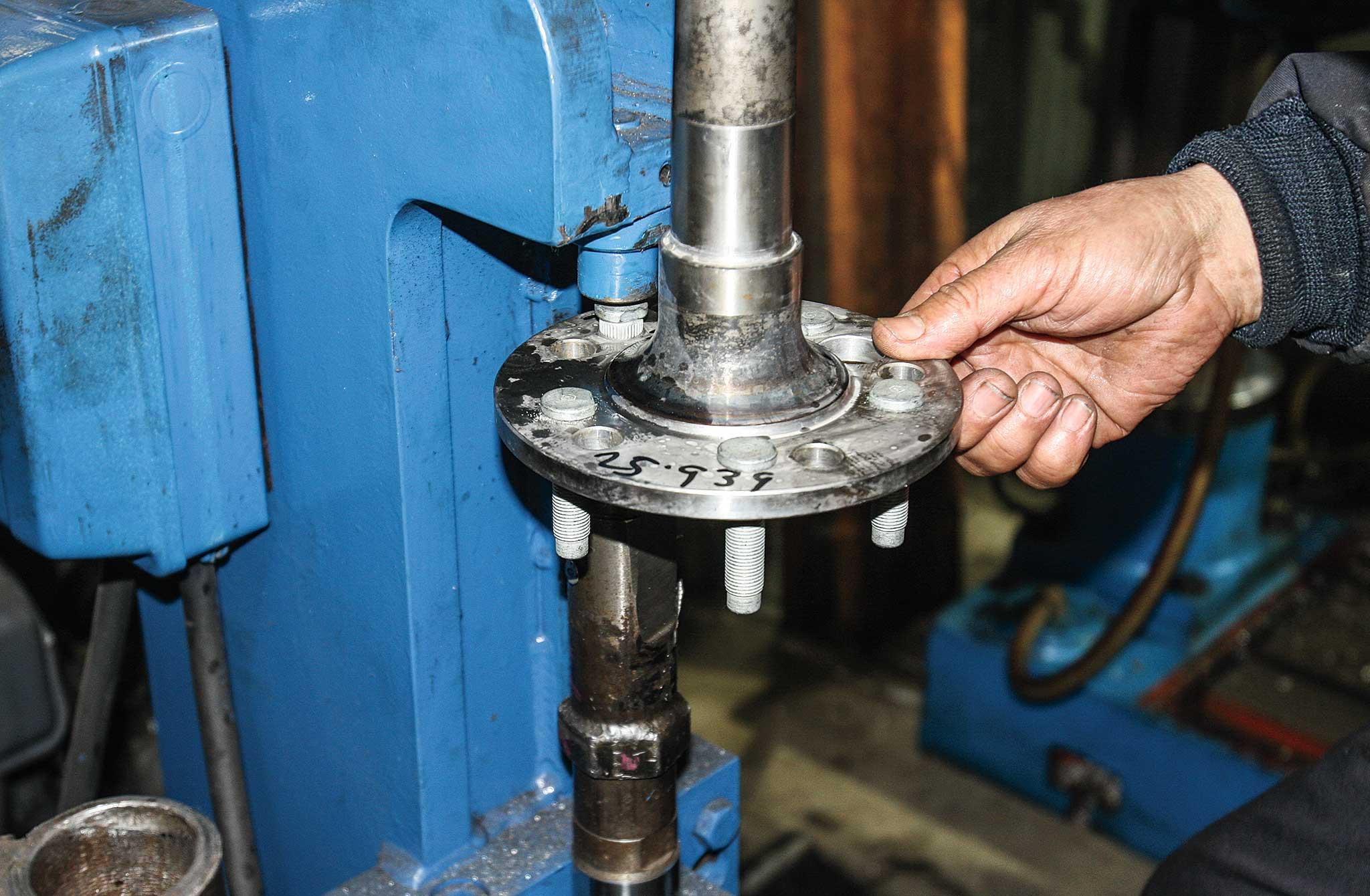 currie enterprises rear axles wheel stud installer 025