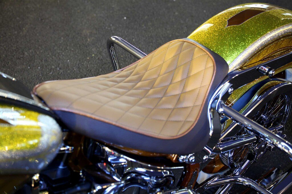 2005 harley davidson softail deluxe two tone leather seat 011