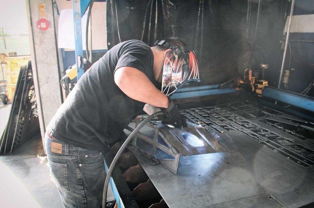 air vs hydros mounting bracket cutting 018