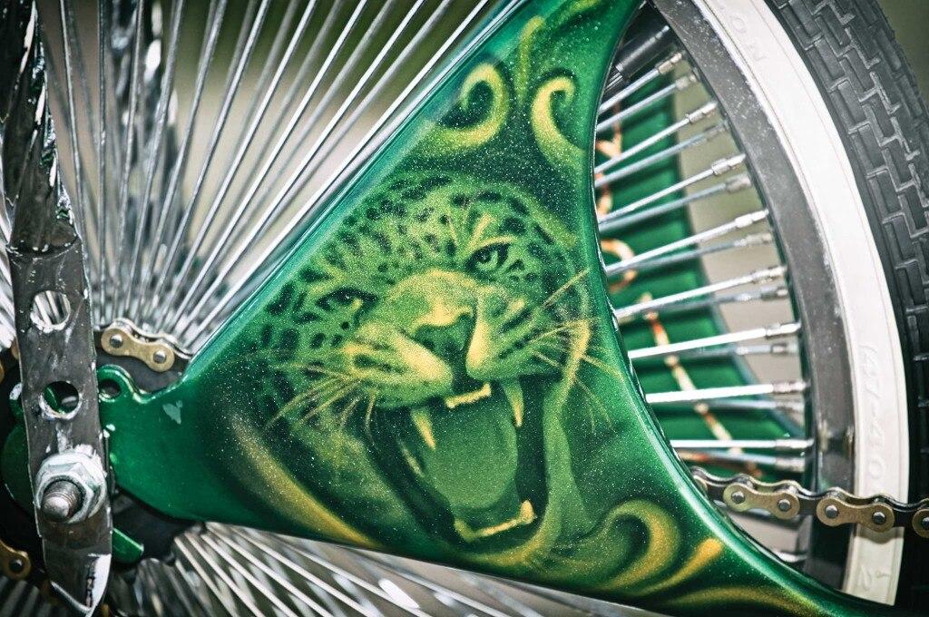 1973 schwinn sting ray jaguar themed mural 003