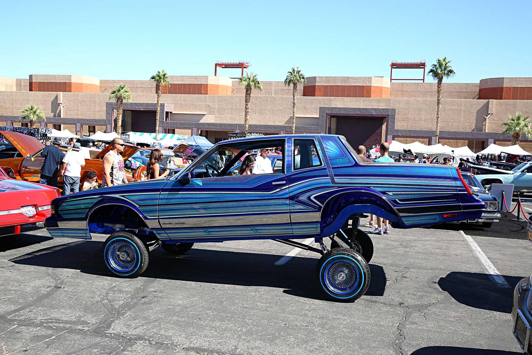 Las Vegas Super Show Patterned Blue Monte Carlo G Body