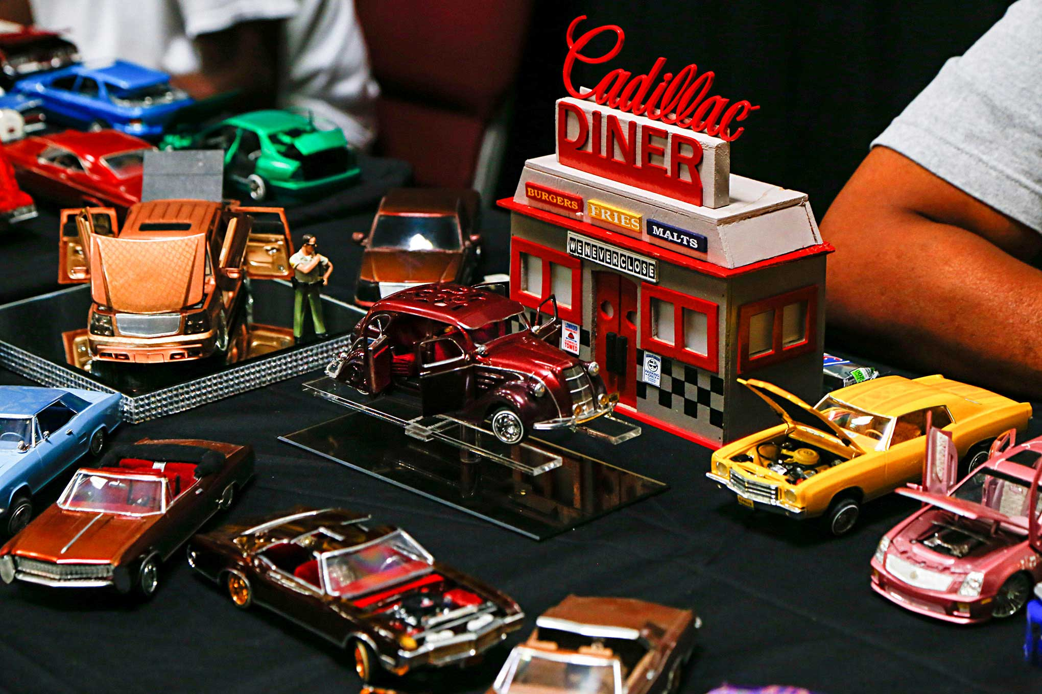How To Make Your Car Faster >> Cadillac Fest VII Model Car Diner Diorama - Lowrider