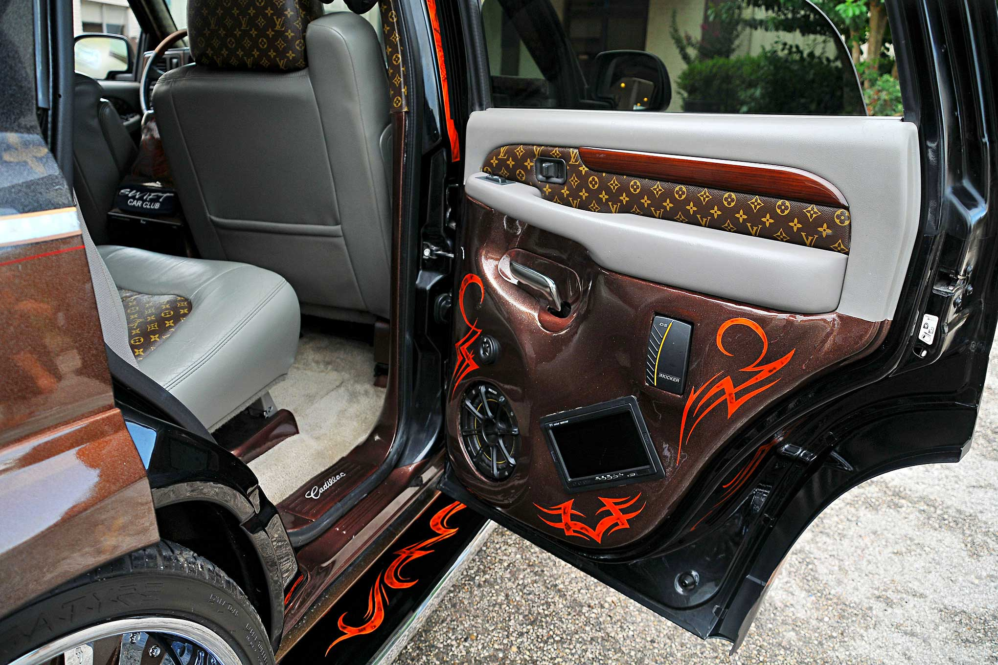 2002 Cadillac Escalade Coffee Crush