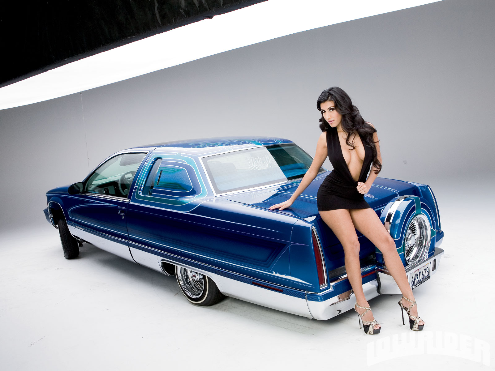 lowriders-and-sexy-girls