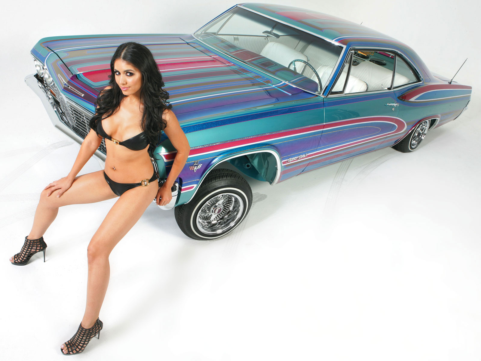 Nude lowrider girls and cars