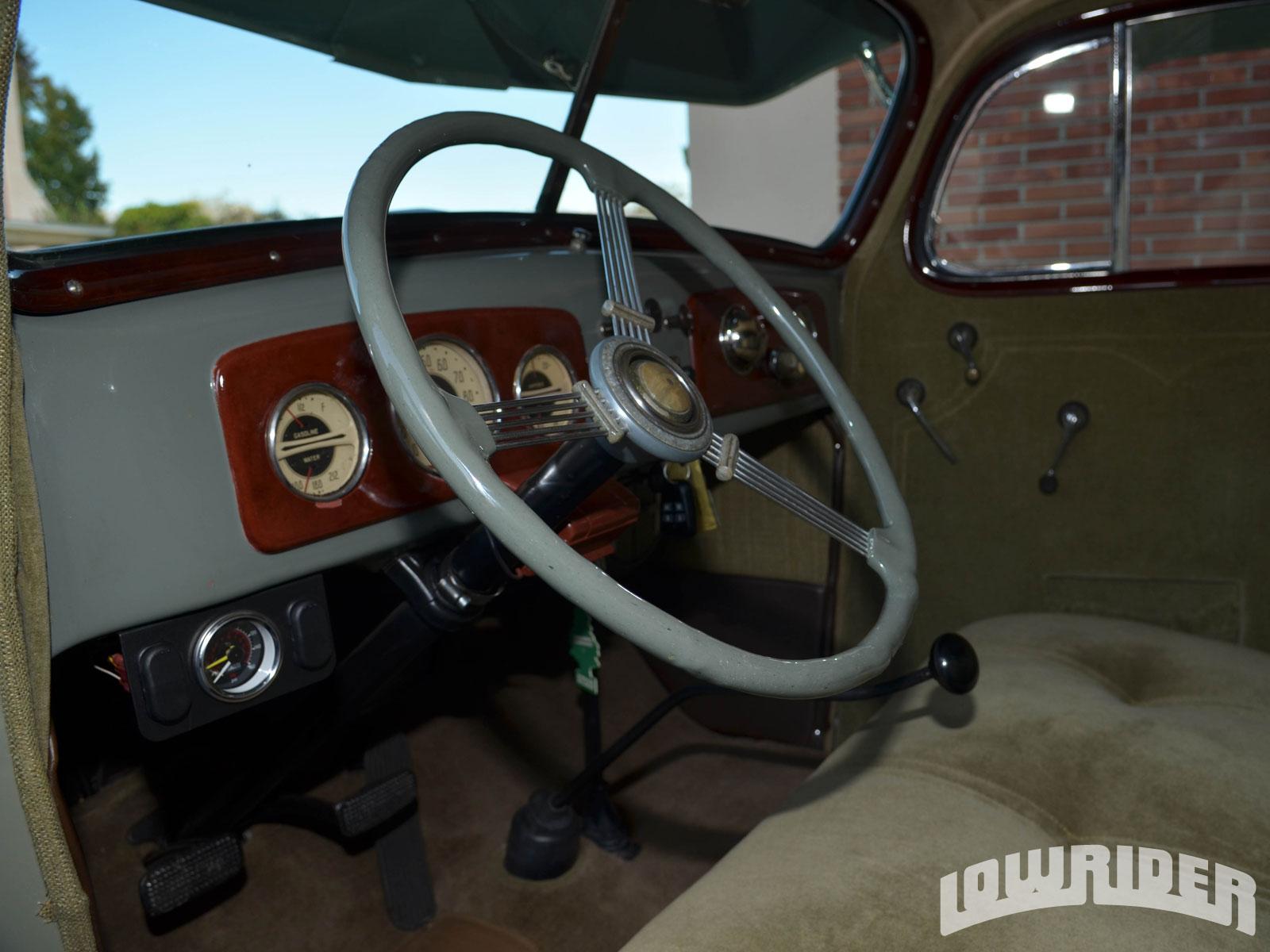 15051f6360ca2 1301-lrmp-14-o-1936-chevrolet-master-deluxe-sport-sedan-steering-wheel