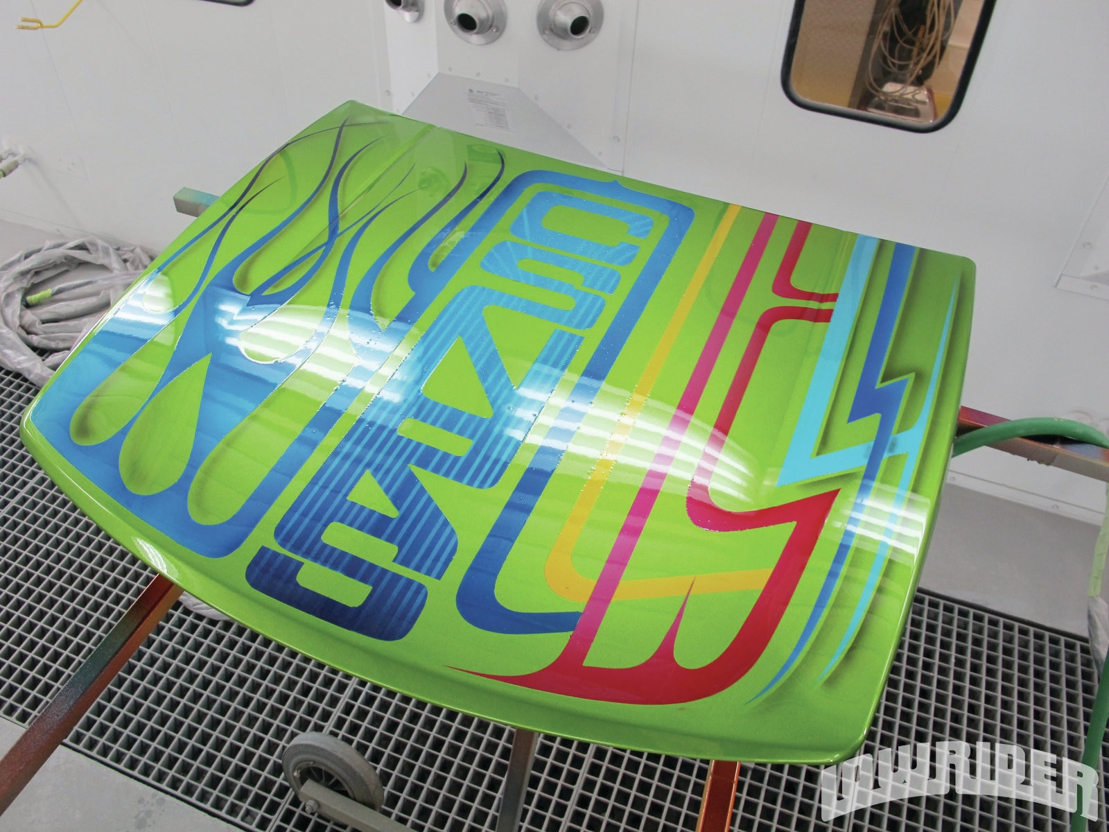 <strong>18</strong>. Manny was the first to get the first clear leaving it ready for pinstriping.