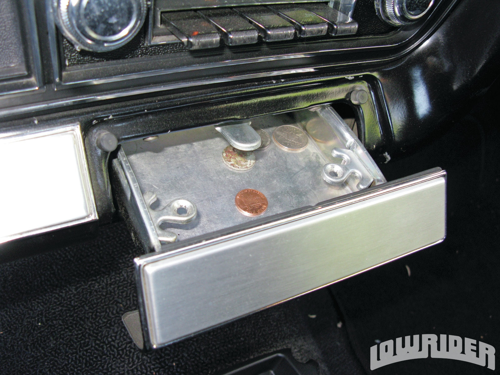 <strong>3</strong>. This ashtray will be the home for the remote. It sits under the stock radio and is easily within reach.