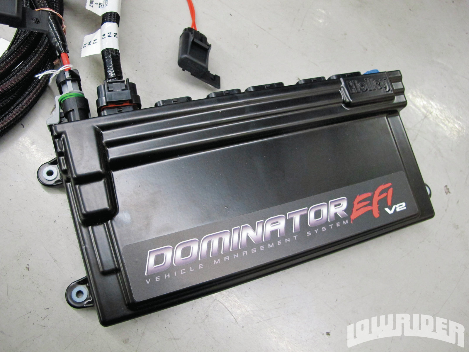 <strong>17</strong>. The ECU is compact and has plugs that plug in.