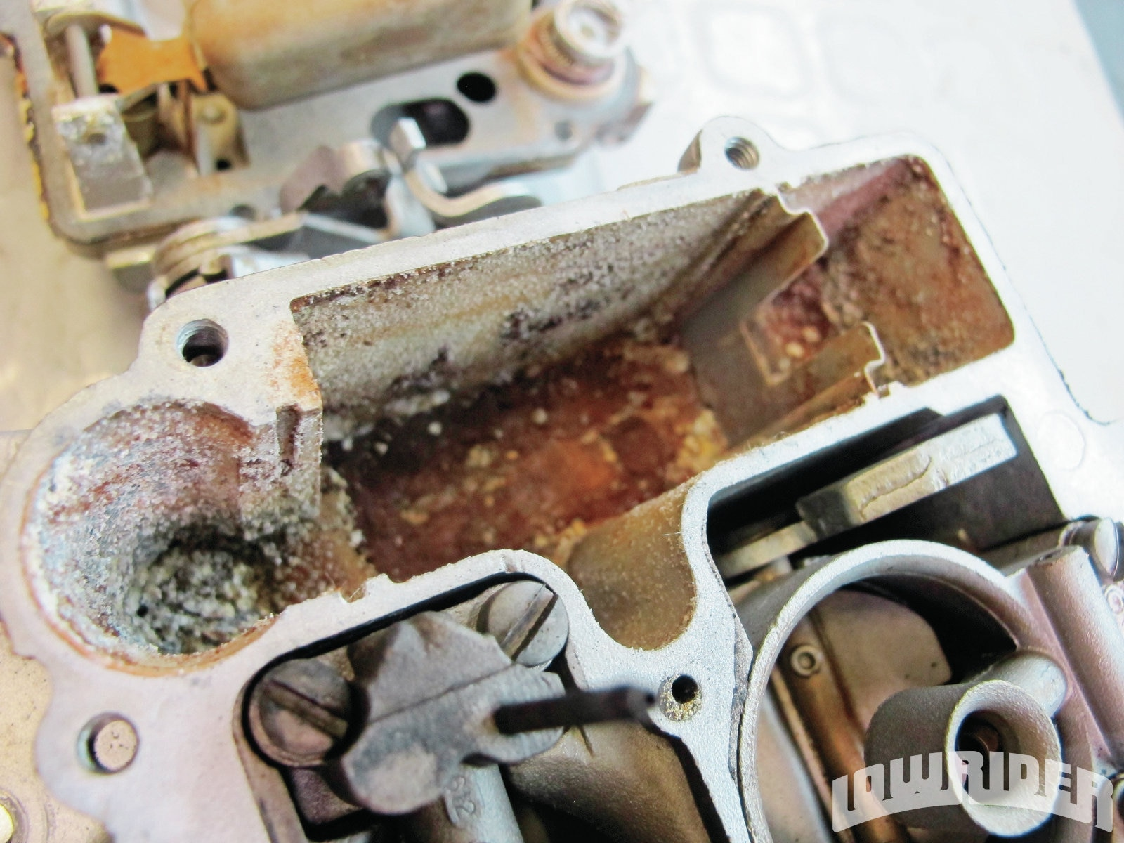 <strong>4</strong>. This carb had bad residue from its years of service.
