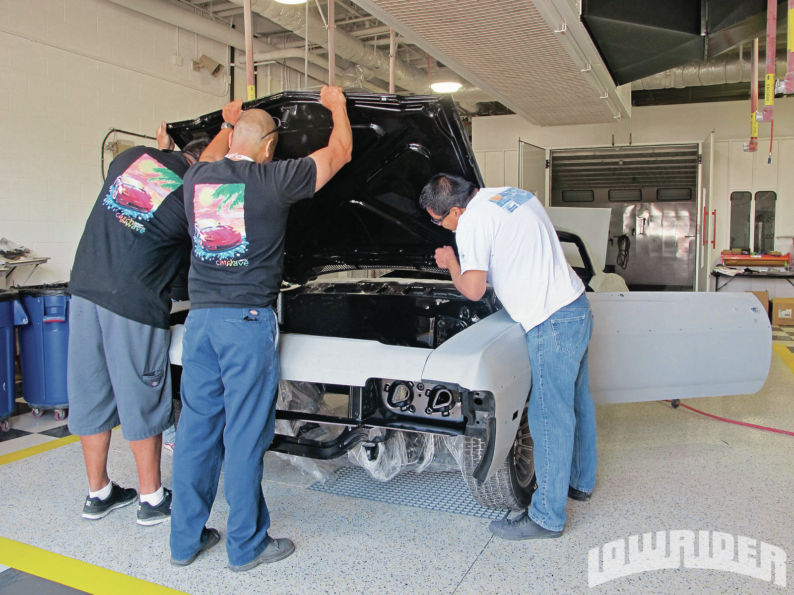 <strong>6</strong>. To make sure that there was no overspray, the hood and trunk lid were removed. This will also allow the car to have the 'jambs sprayed evenly.