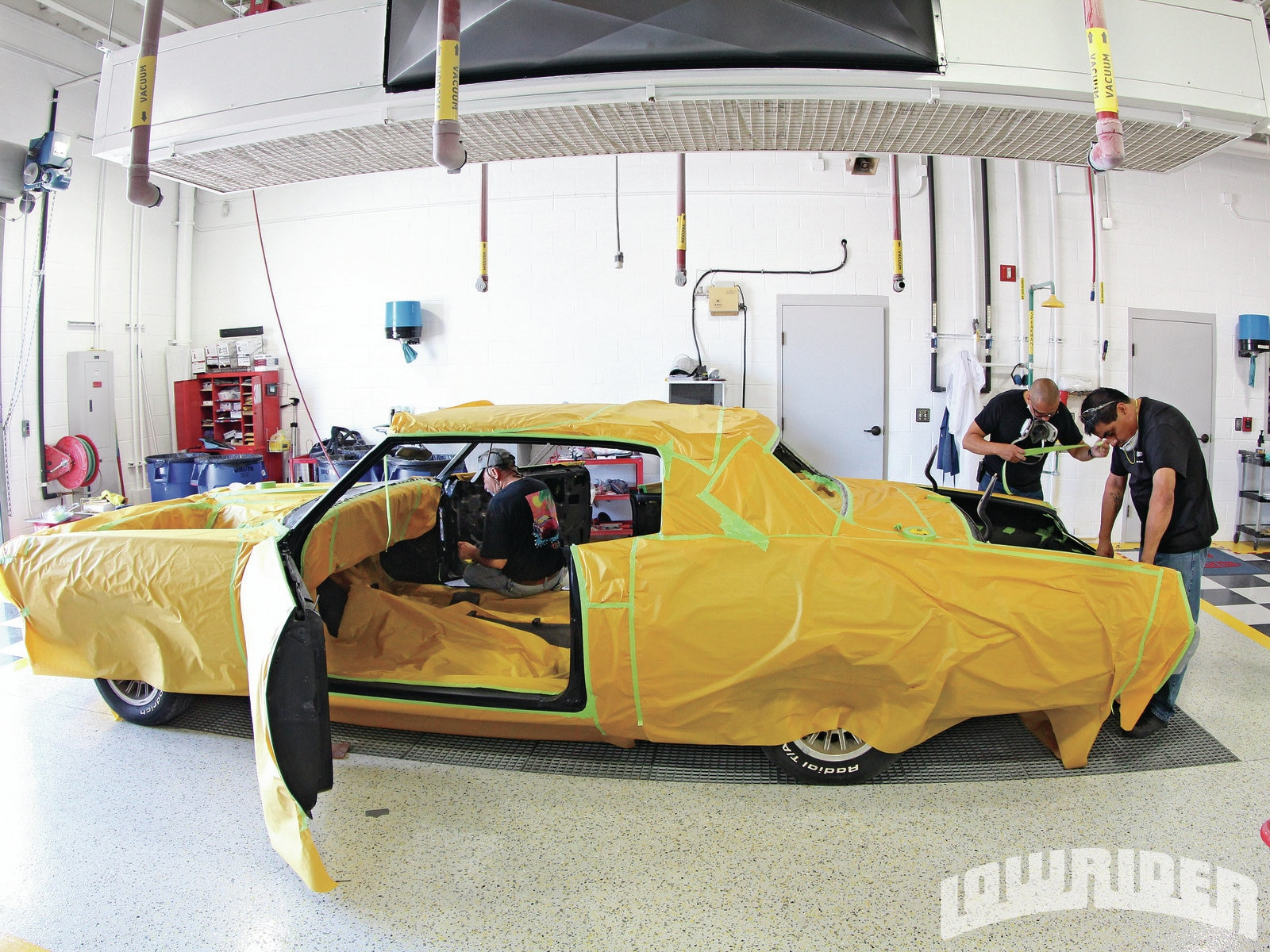 <strong>7</strong>. The complete car was wrapped up to avoid any overspray on the prepared body.