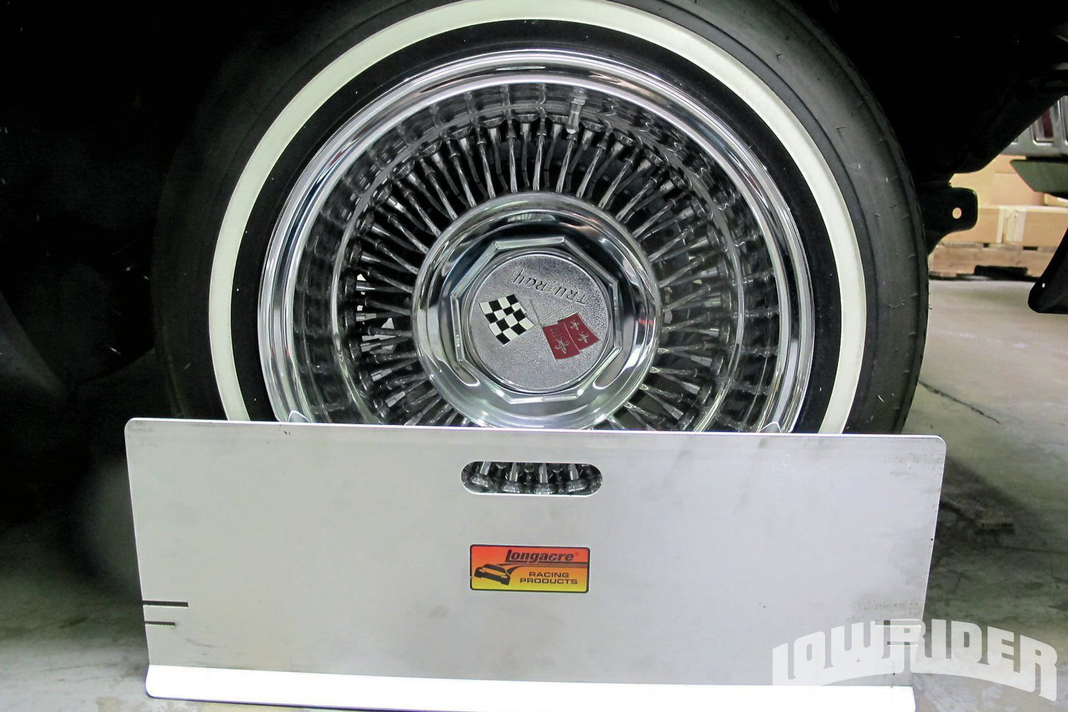 <strong>2</strong>.You'll want to start off by placing the plates on the wheels.
