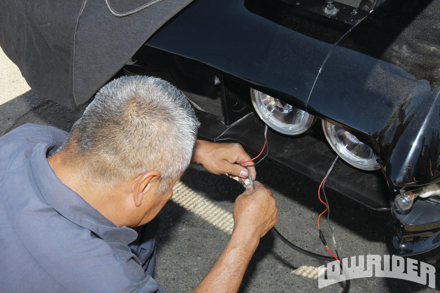 <strong>12</strong>. Cacho plugged in the hot and ground wires.