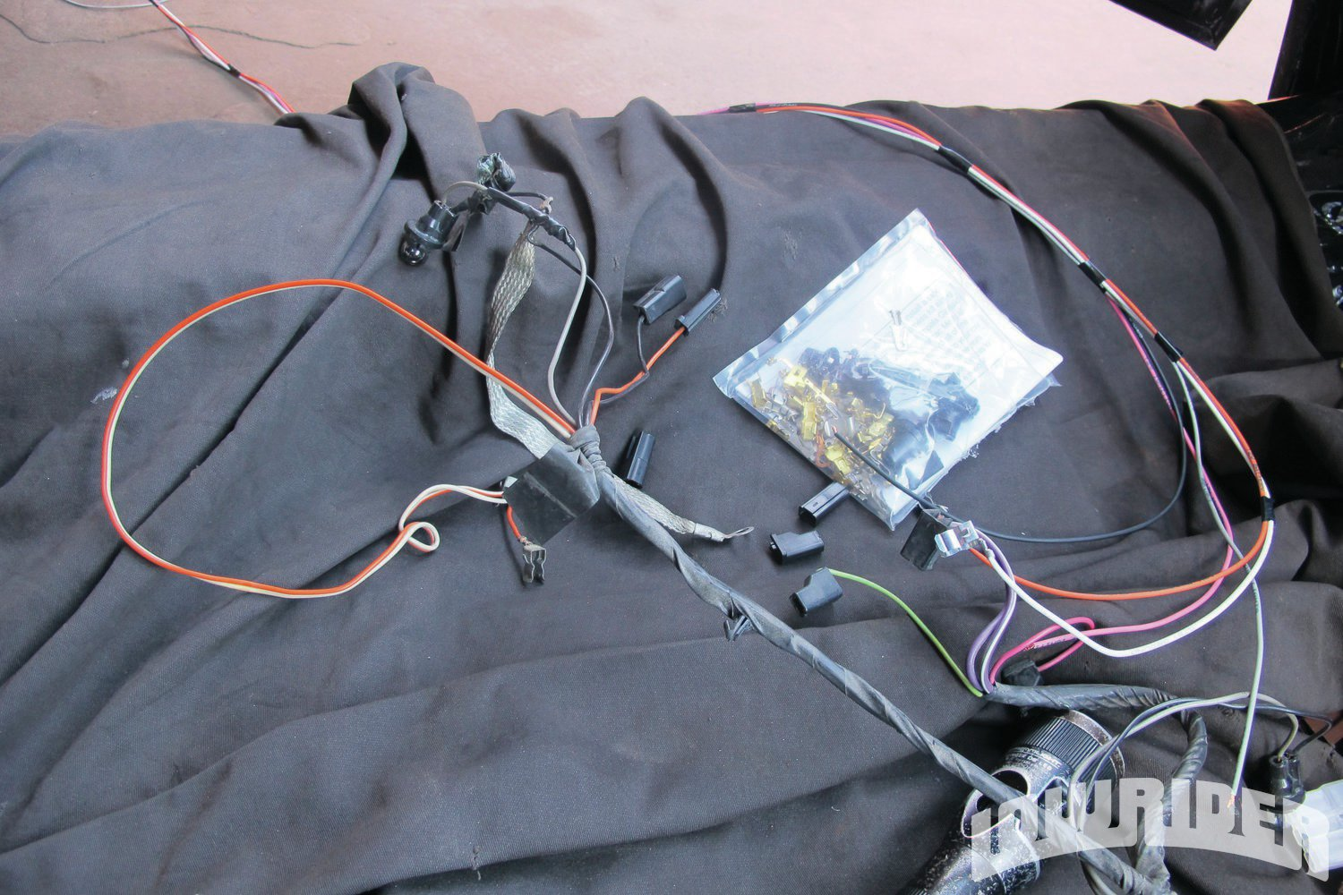 <strong>25</strong>. The old harness was removed from the center console.