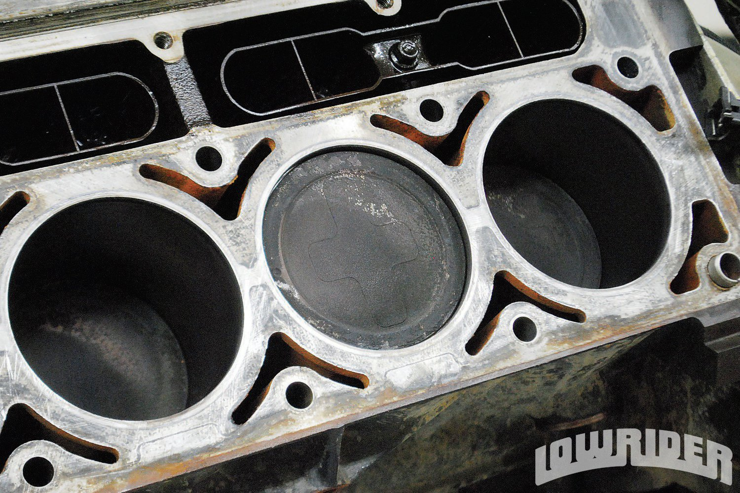 <strong>5</strong>. By contrast, the 5.3L came equipped with a dished piston. A common upgrade is to swap the flat-top 4.8L piston into the 5.3 to raise the static compression. The 5.3L H.O. version came equipped with just such an upgrade from the factory.