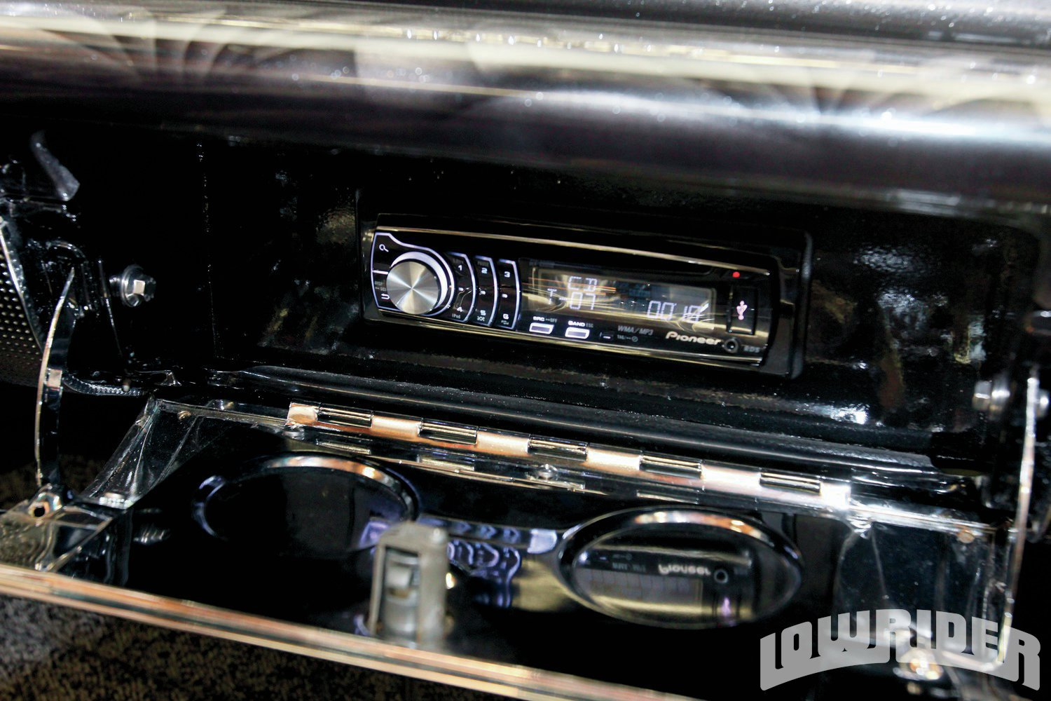 <strong>14</strong>. The Pioneer stereo was stashed in the glove box.