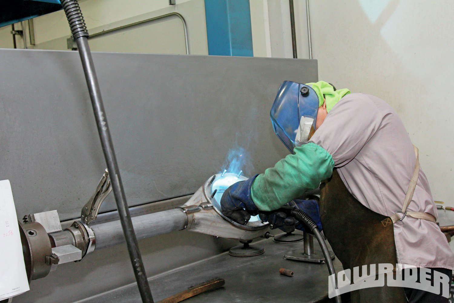 <strong>5</strong>. Roman started welding the center of the housing from the inside out.