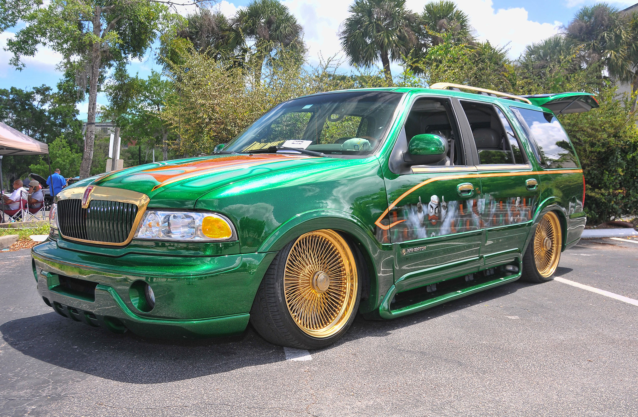 Majesticsthannualcarshowlincolnnavigator Lowrider - Lincoln car show