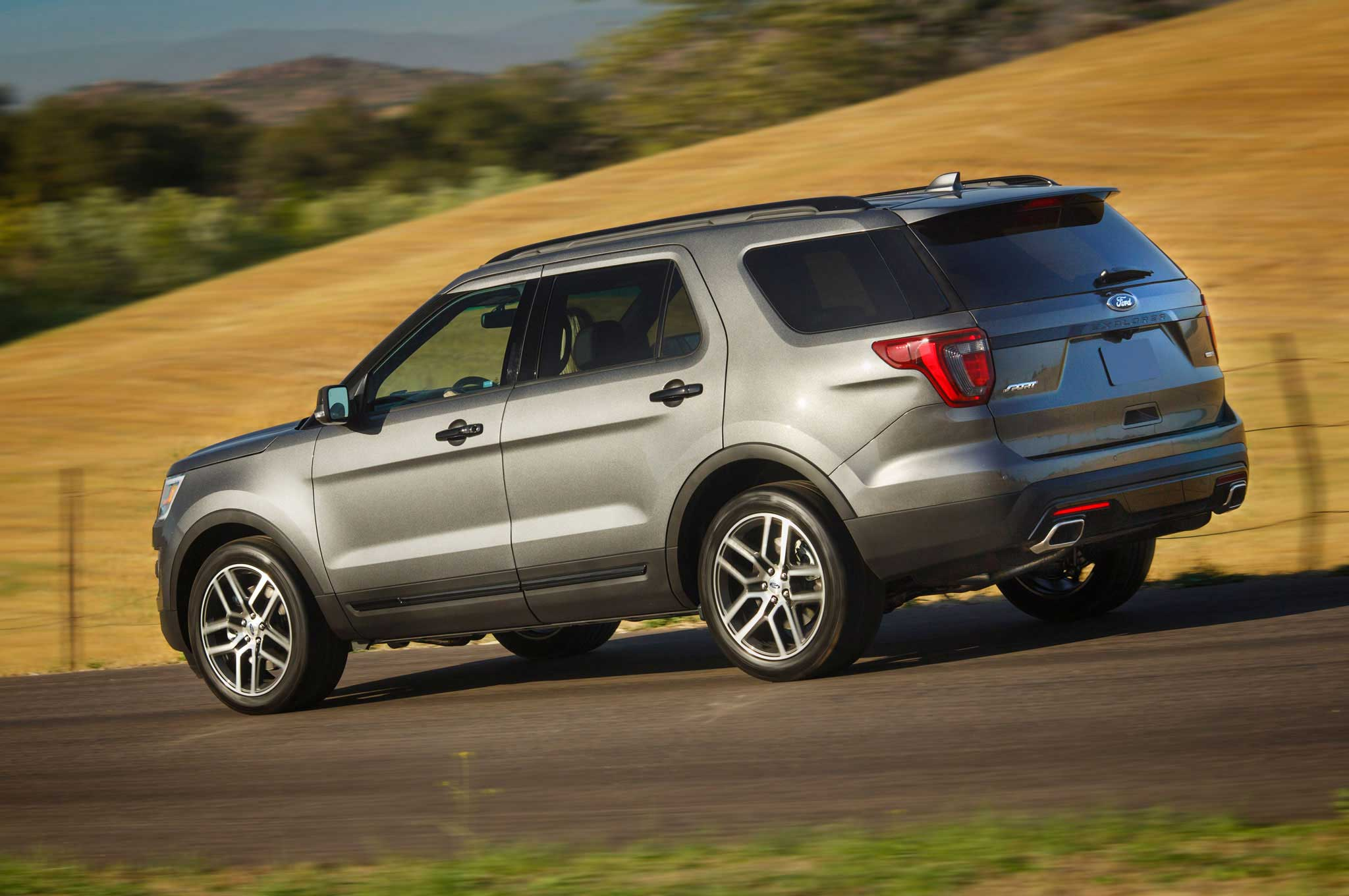 2016-ford-explorer-driver-side-view