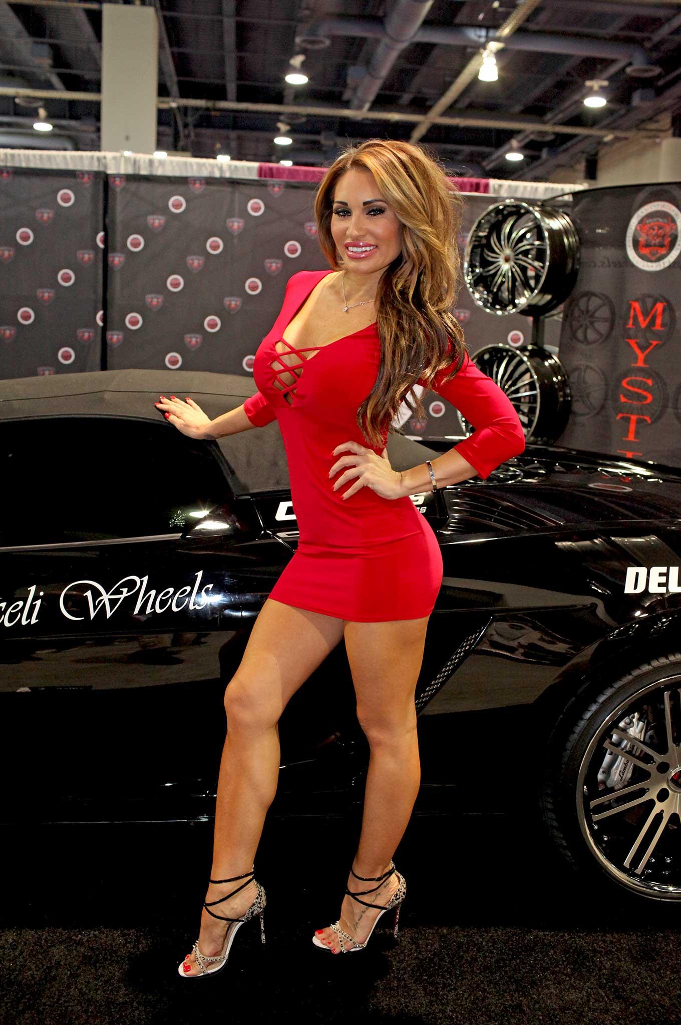 Lowrider Car Show 2018 >> 2015 SEMA Girls - Lowrider
