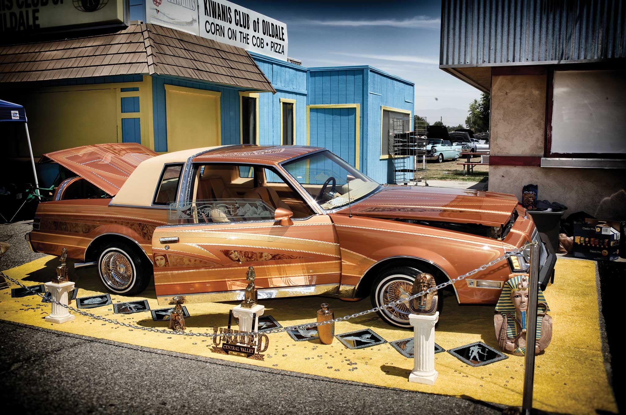 Carnales Unidos Bakersfield Show Buick Regal Lowrider - Bakersfield car show