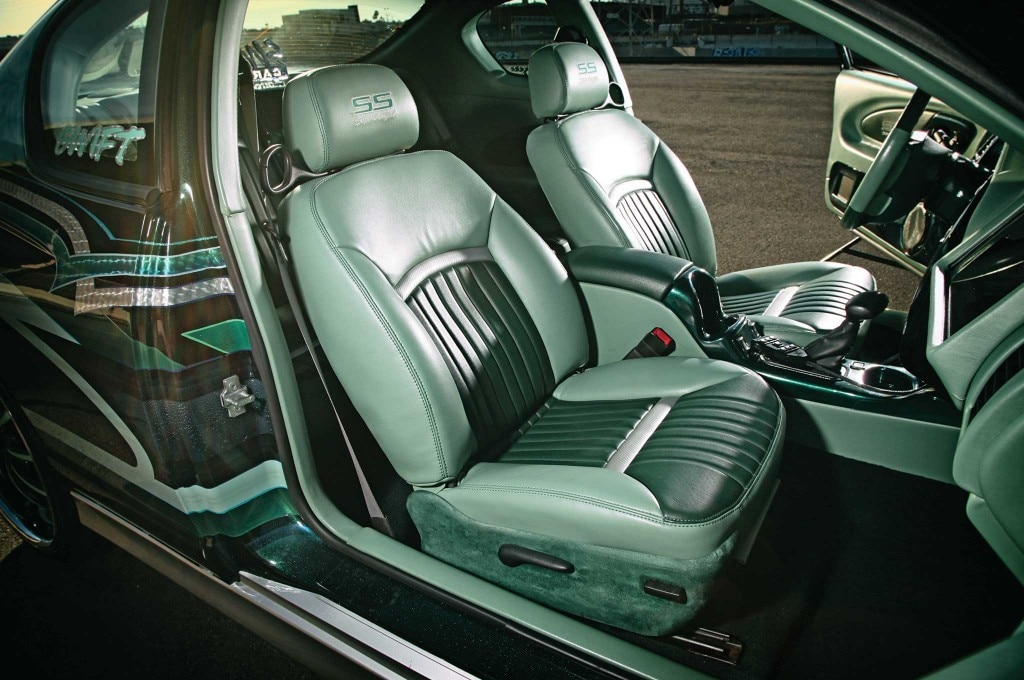 2005 chevrolet monte carlo forest green and mint green vinyl interior 006