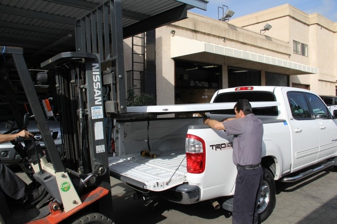 05 fuller truck accessories toyota truck making sure arms out of the way for tonneau cover