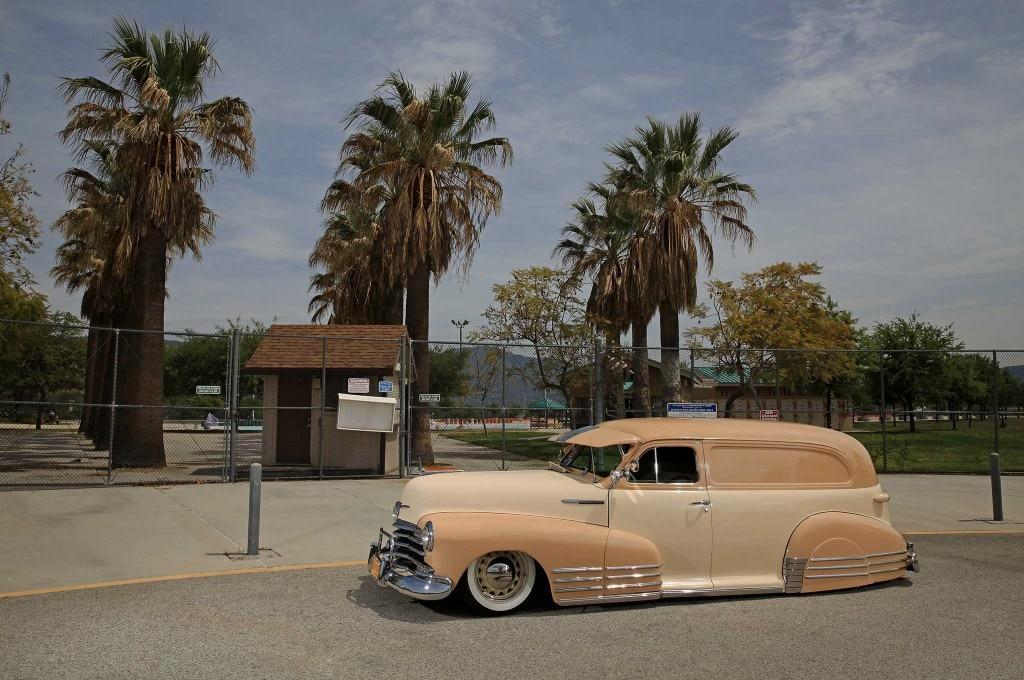 1947 chevrolet sedan delivery park