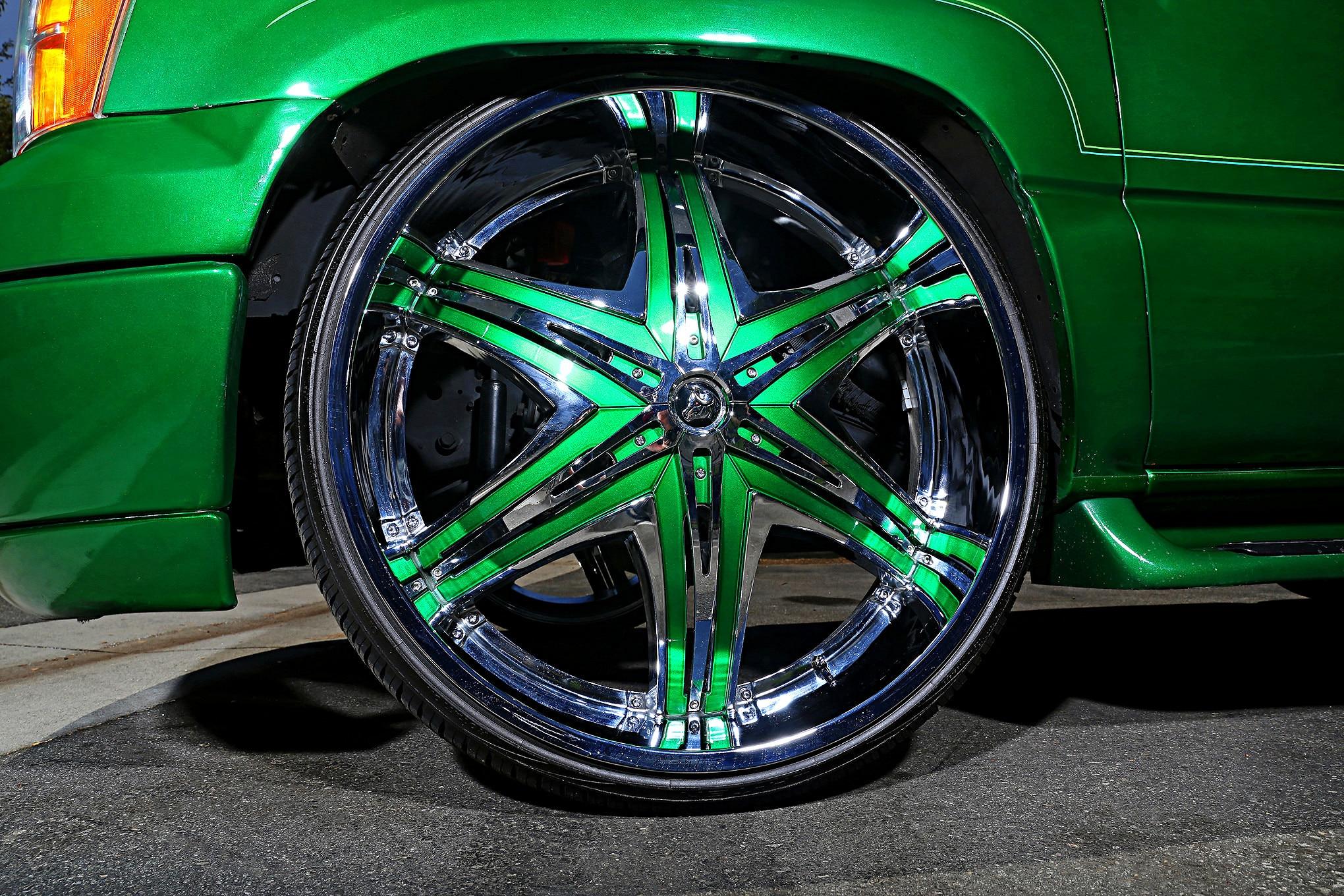 2001 Gmc Yukon Rolling On Diablo Wheels