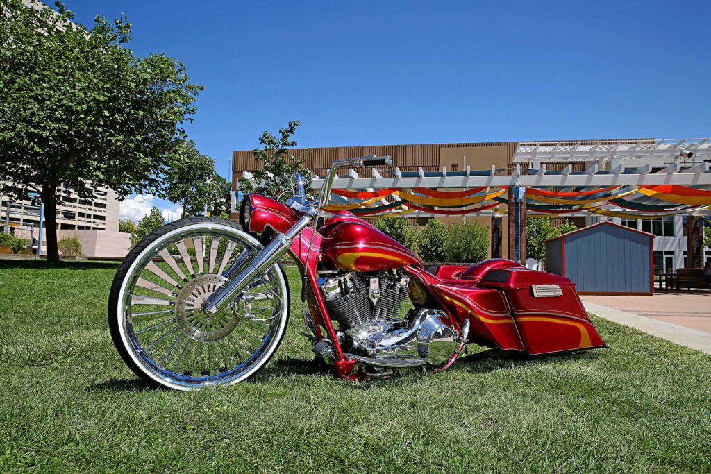 2004 harley davidson road king classic side view 2