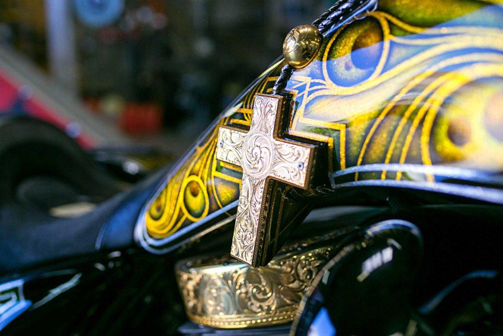 2010 harley davidson road king engraved crucifix