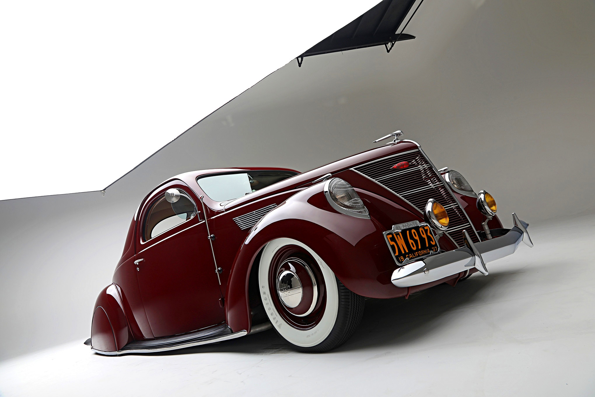 Lincoln Zephyr Low Front Three Quarter